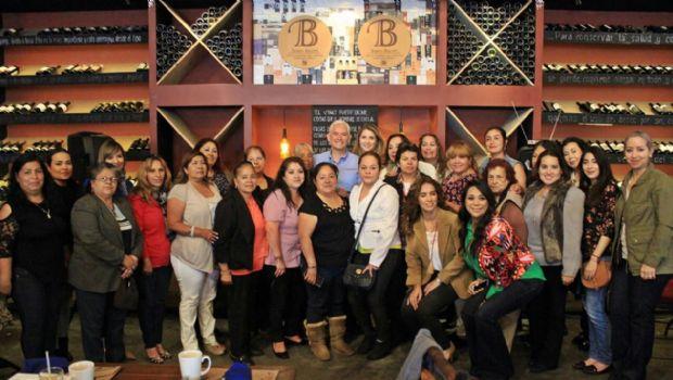Se reúne Jorge Ramos con mujeres del 05 distrito