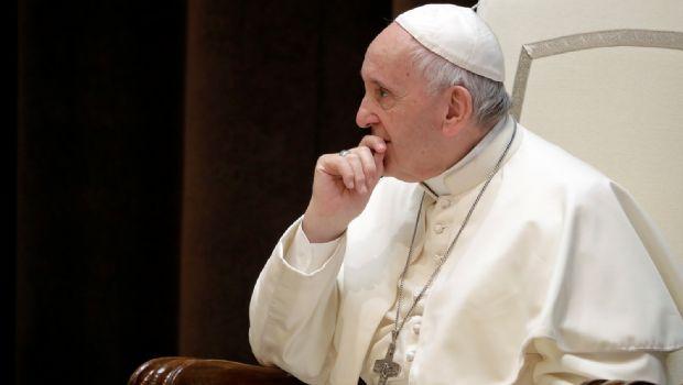 Acepta Francisco renuncia de tres obispos chilenos