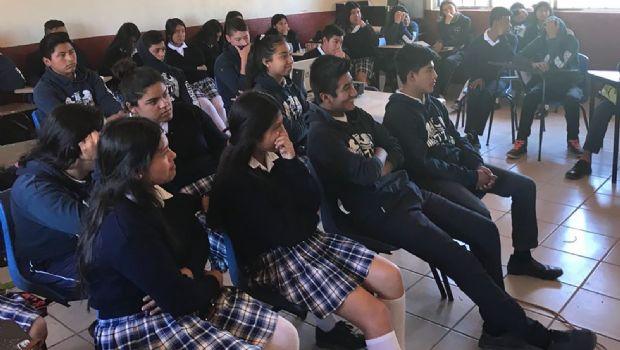Imparten pláticas a 300 estudiantes