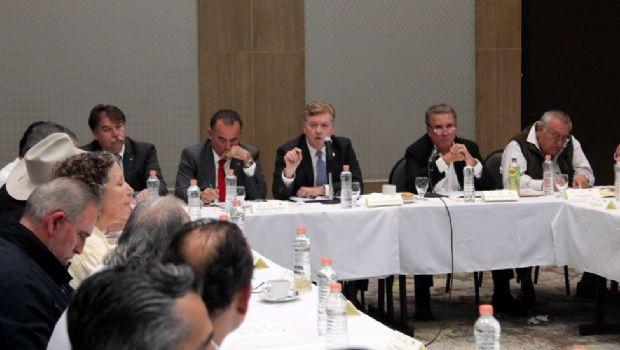 Se reúne gobernador Francisco Vega con integrantes del CCEE