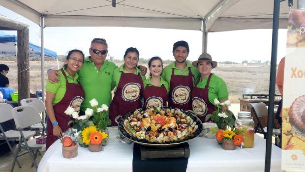 Participan alumnos en festival de paella
