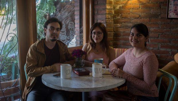 Café, amigos y familia
