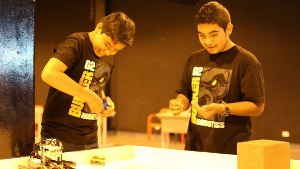Presentan proyectos juveniles de robótica