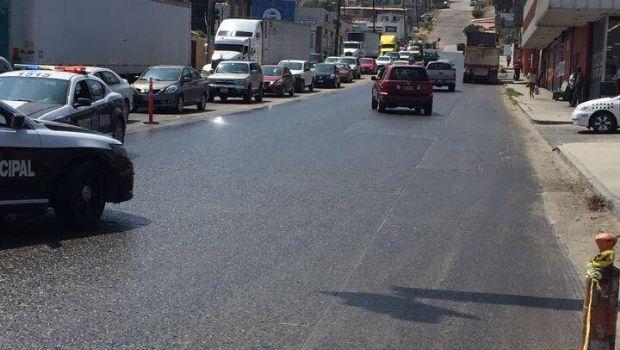 Cierran salida de la ciudad por derrame de aceite