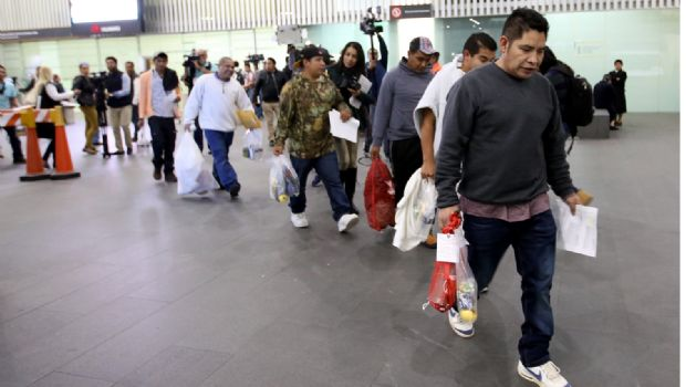 Migración/ Saturan paisanos Seguro Popular