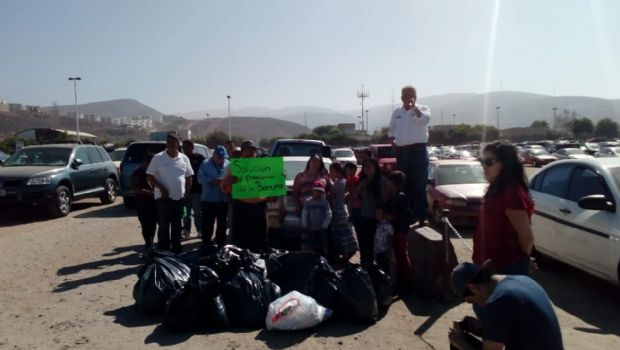 Llevan basura a Palacio Municipal