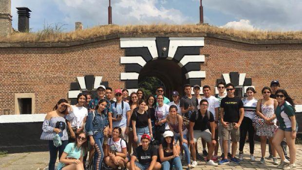 Visitan 30 alumnos corazón de Europa