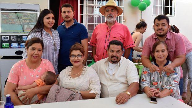 Celebran a cumpleaños de Alejandro Jara