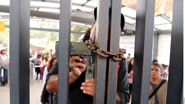 Expulsan de UNAM a 18 golpeadores
