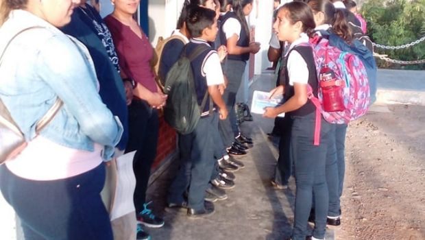 Exigen en Cedros mandar maestros