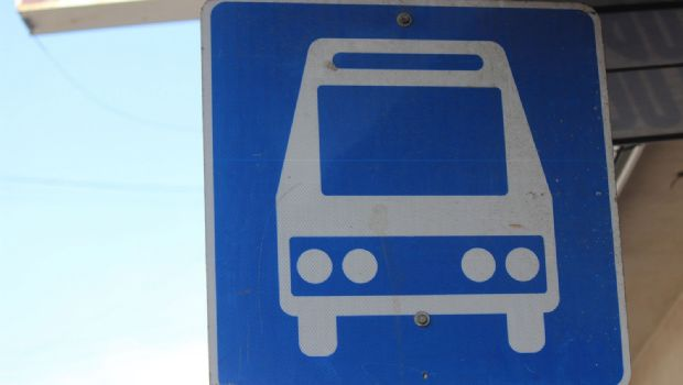 Asaltan a chofer de microbús en Maneadero