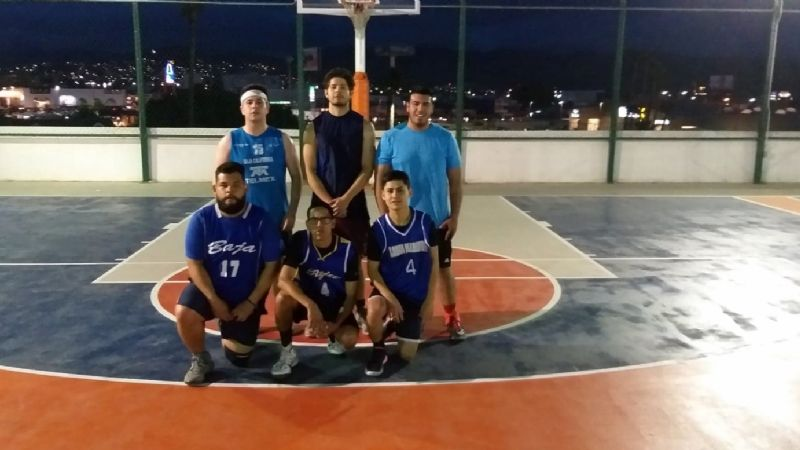 Sigue invicto Lakers