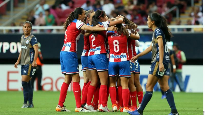 Gana Chivas femenil en debut como local